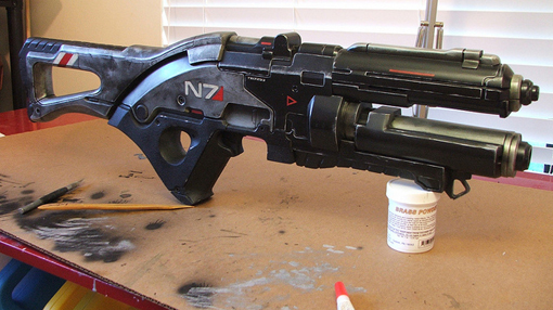 Mass Effect 3 N7 assault rifle and Mass Effect movie panel at Comic-Con 2011