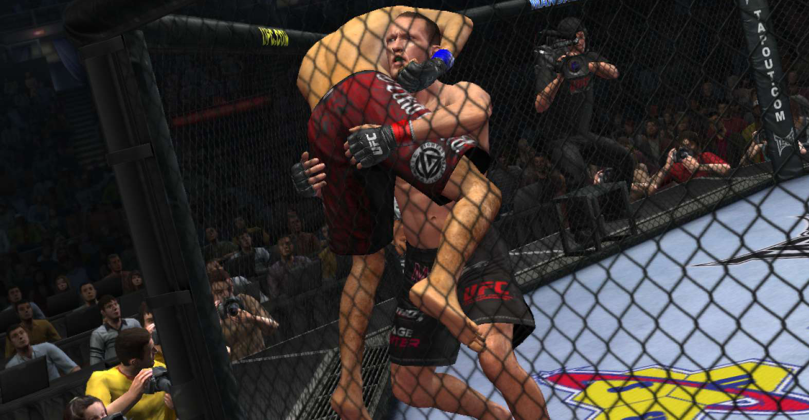 UFC Undisputed 3 vs UFC 2010 screenshots of the Fight Cage